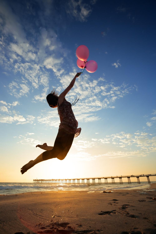 Girl_flying_w_balloon